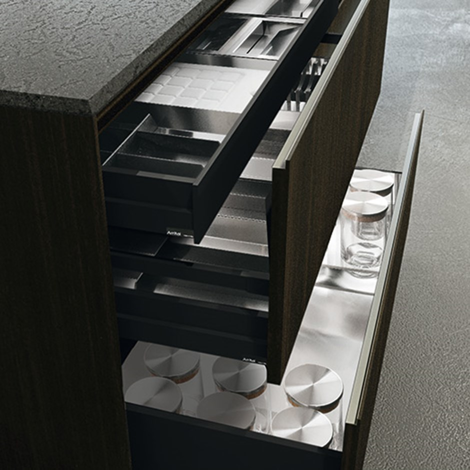 Kitchen drawers & pull outs